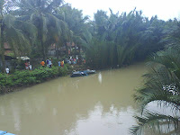 Mobil Terperosok Masuk Sungai Cikidang Pangandaran