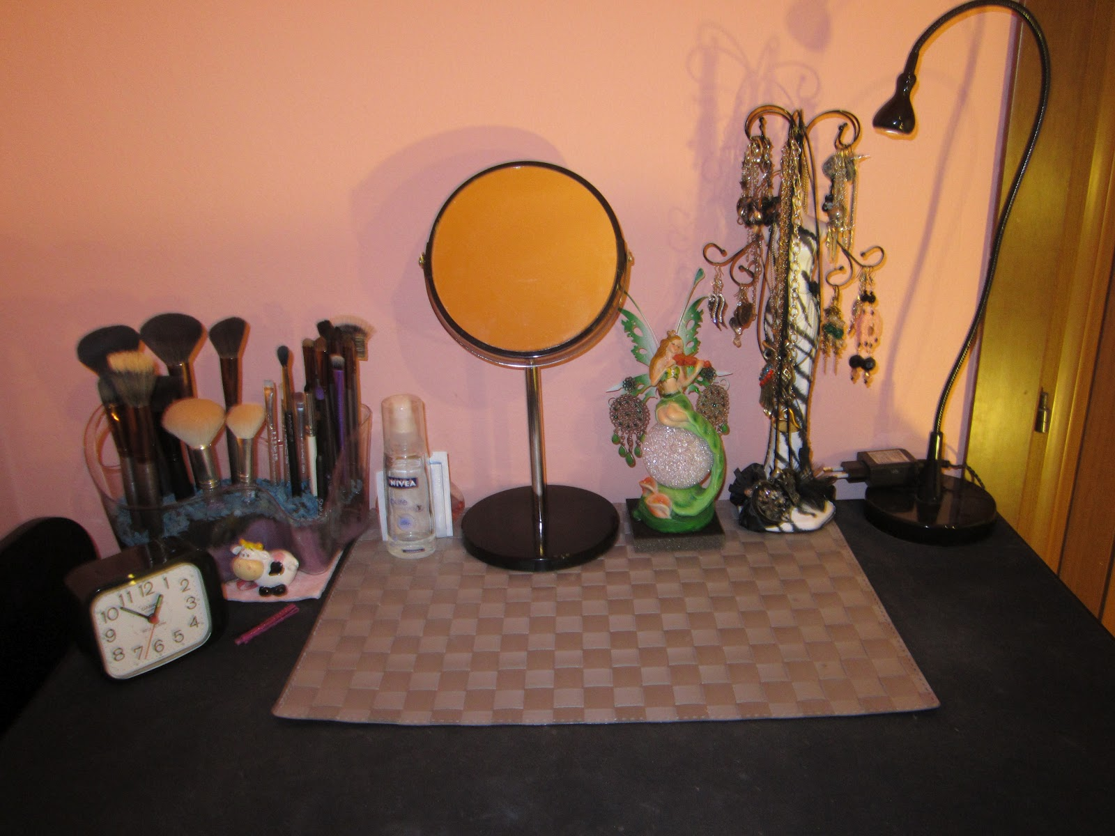 The lady of makeup my makeup table - Porta trucchi sephora ...