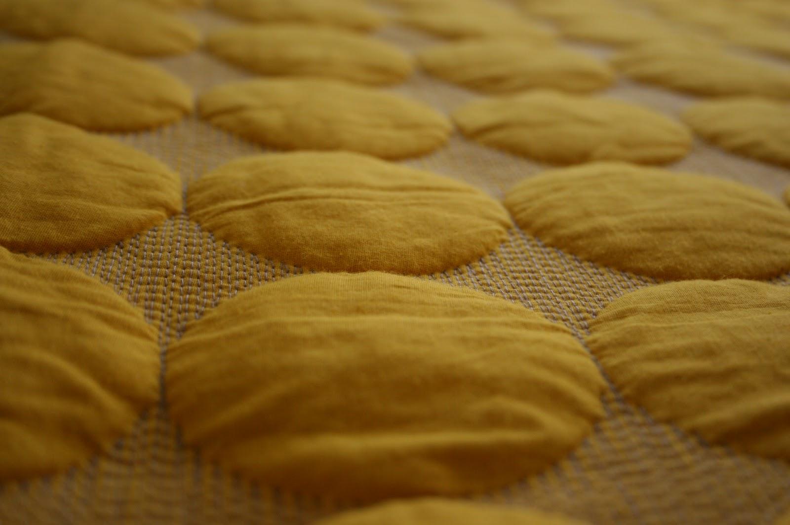 sengetæppe hay gul