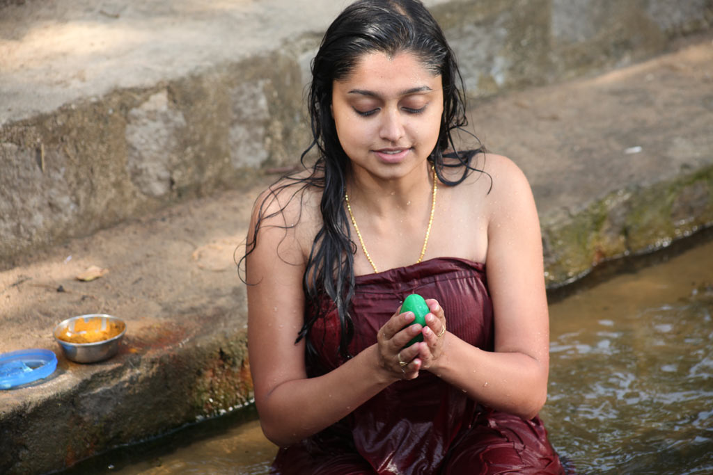 Sreeja wet and naughty sexy south indian babe spicy pics
