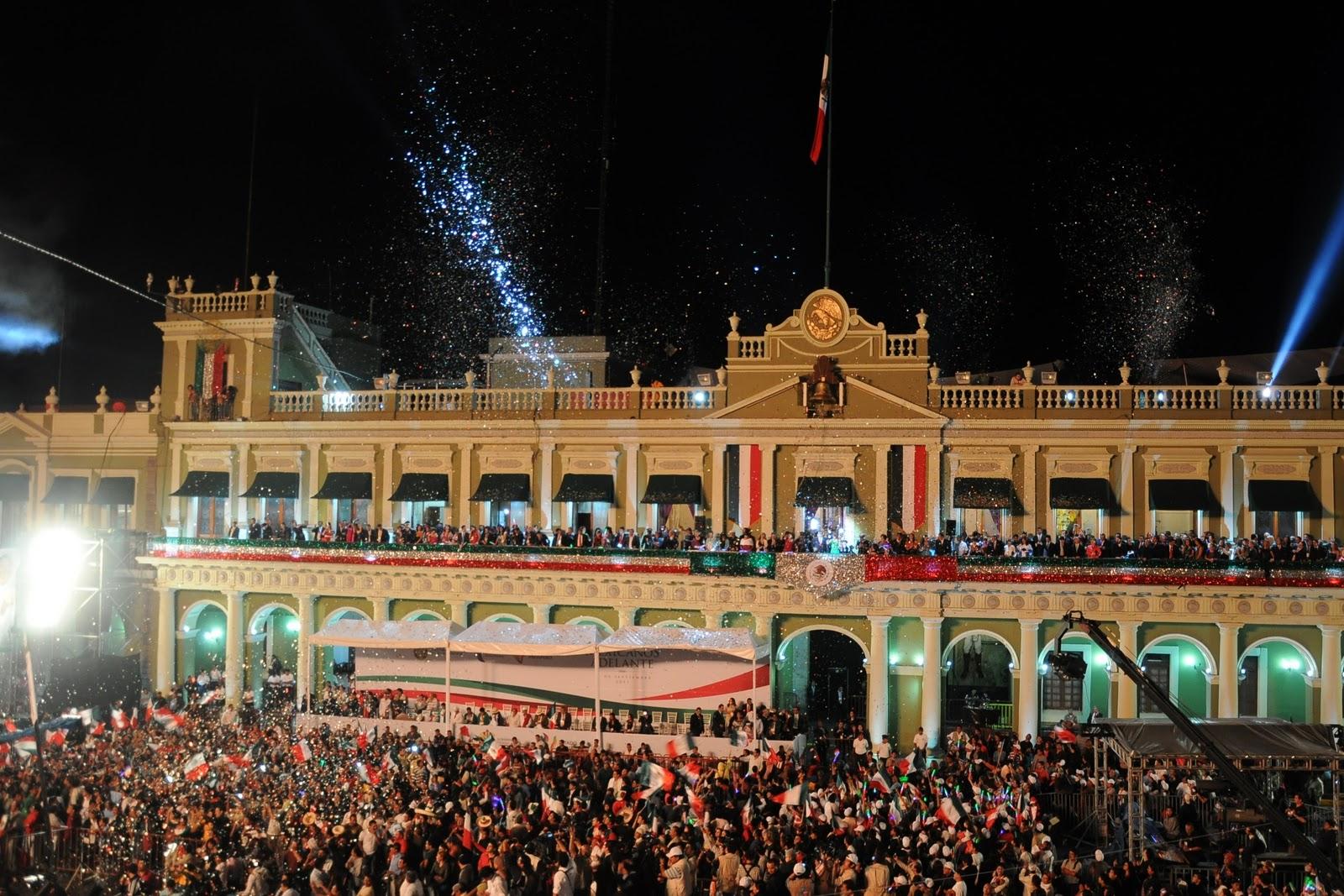 Encabeza javier duarte ceremonia por 201 aniversario del for Adolfo dominguez plaza americas xalapa