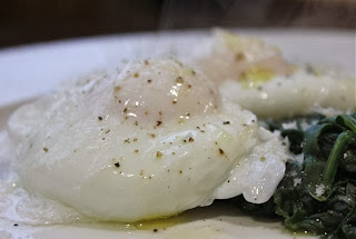 SPINACH AND POACHED EGGS