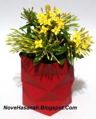 Contoh Kerajinan Tangan dari Kertas : Mempercantik Vas Bunga dari Gelas