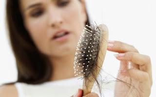 Se você esta com problemas de queda de cabelo veja o que fazer