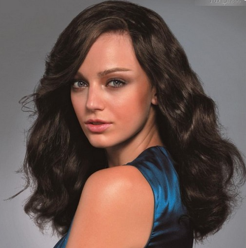 pictures of women wearing wigs