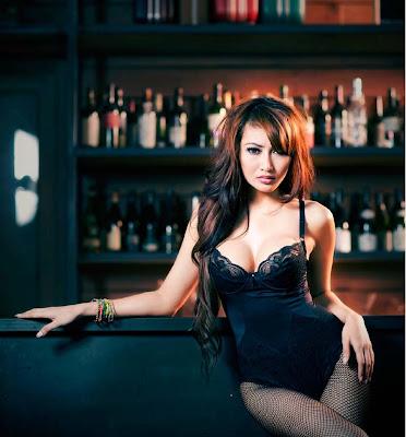 foto seksi model Rhere di Majalah Male