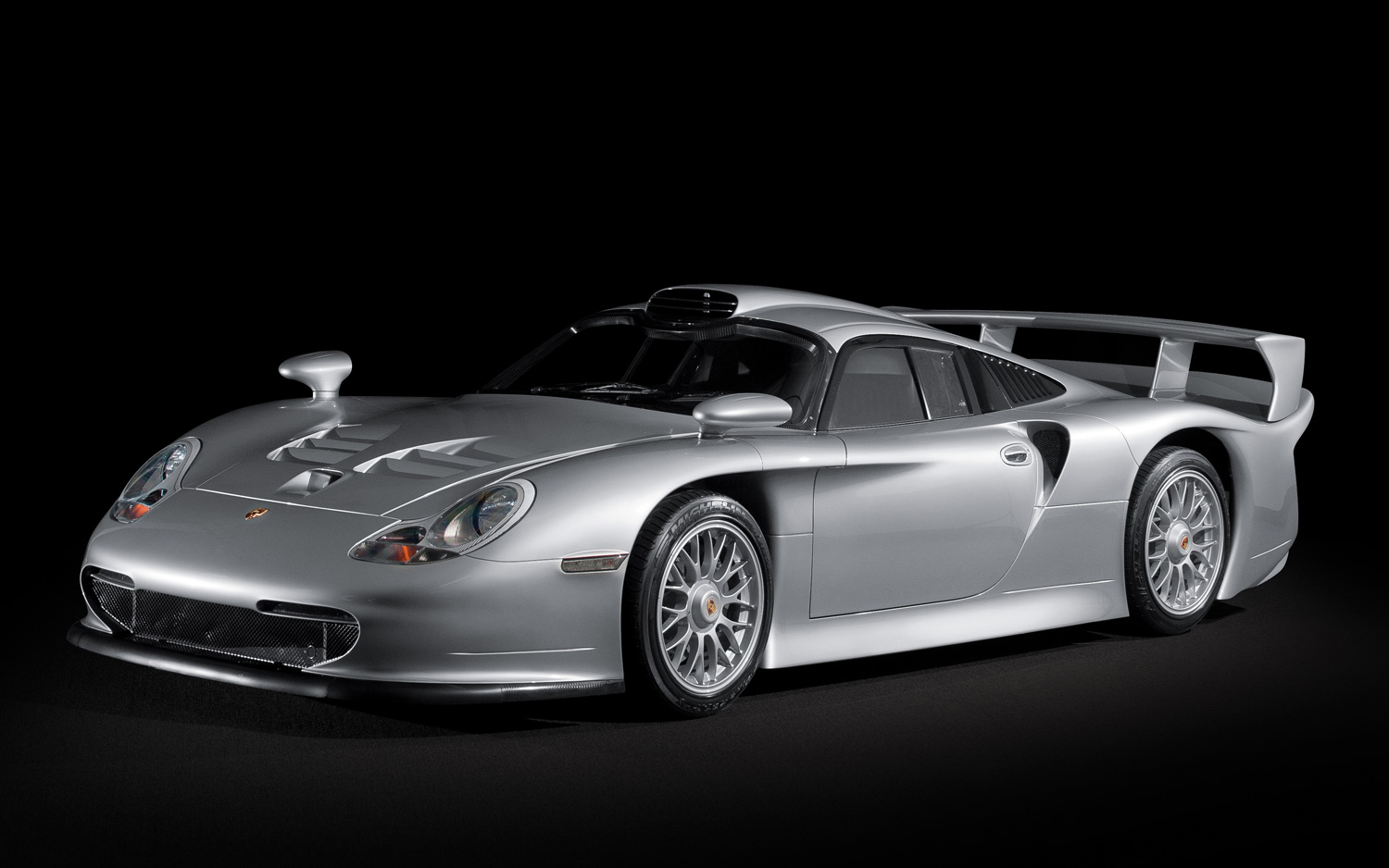 porsche 911 gt1 the standard by which all porsche are. Black Bedroom Furniture Sets. Home Design Ideas