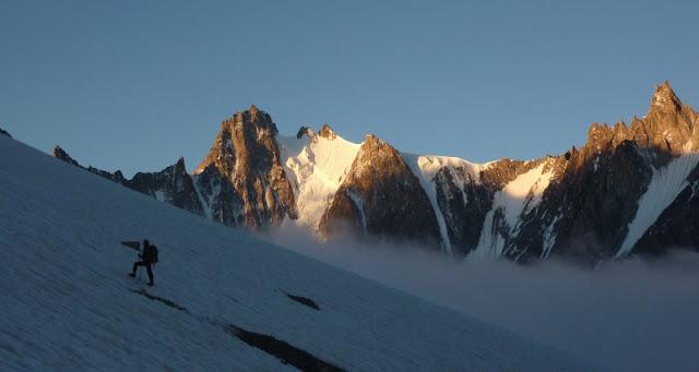 lever de soleil dans le bassin d'Argentière/sunrise in mountain