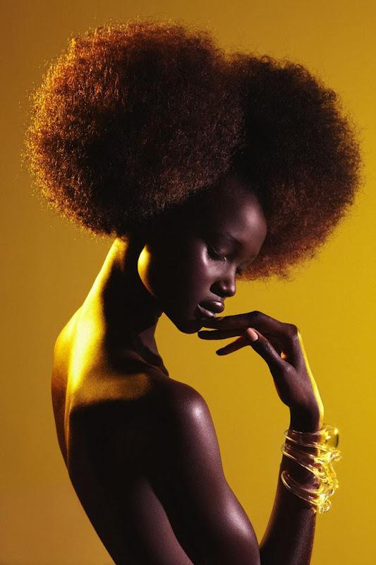 Связанная афроамериканка