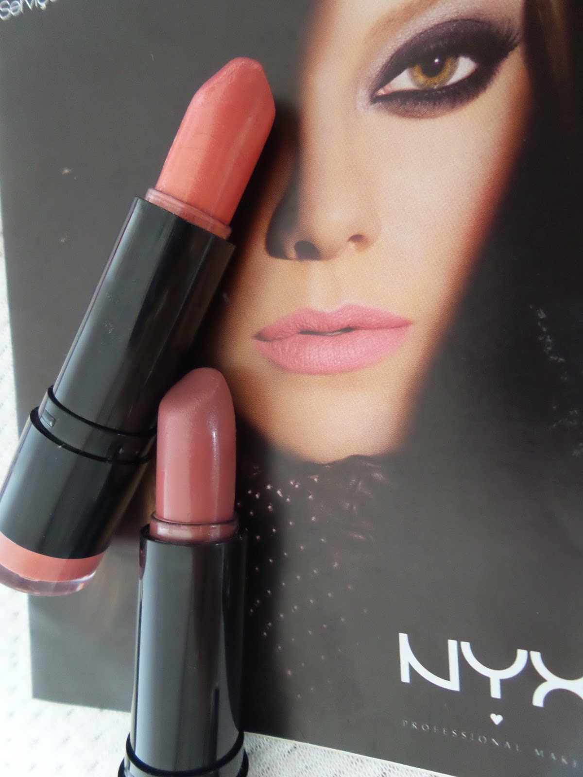 Batom Nyx   cor Thalia 529 e Indian Pink 550