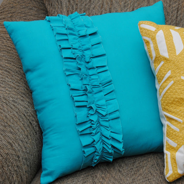 How To Make A Throw Pillow With Ruffle : Ruffle Throw Pillows