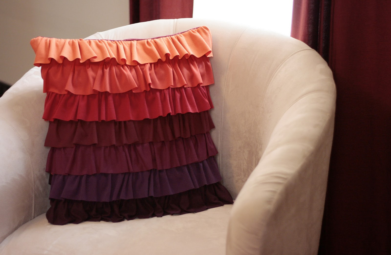 How To Make A Throw Pillow With Ruffle : Tutorial: Plum Peachy Ruffled Pillow Craft Buds