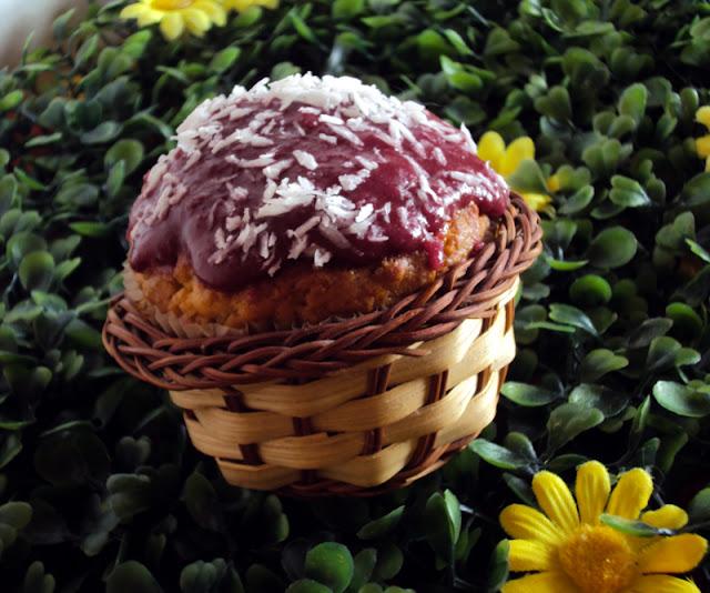 Muffiny orzechowe z wiórkami kkokosowymi i zsiadłym mlekiem
