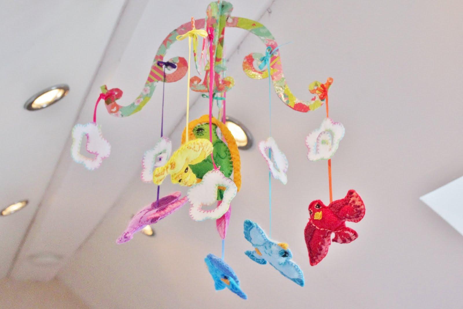 Mkt design handmade in england baby cot mobile spring - Design babymobel ...