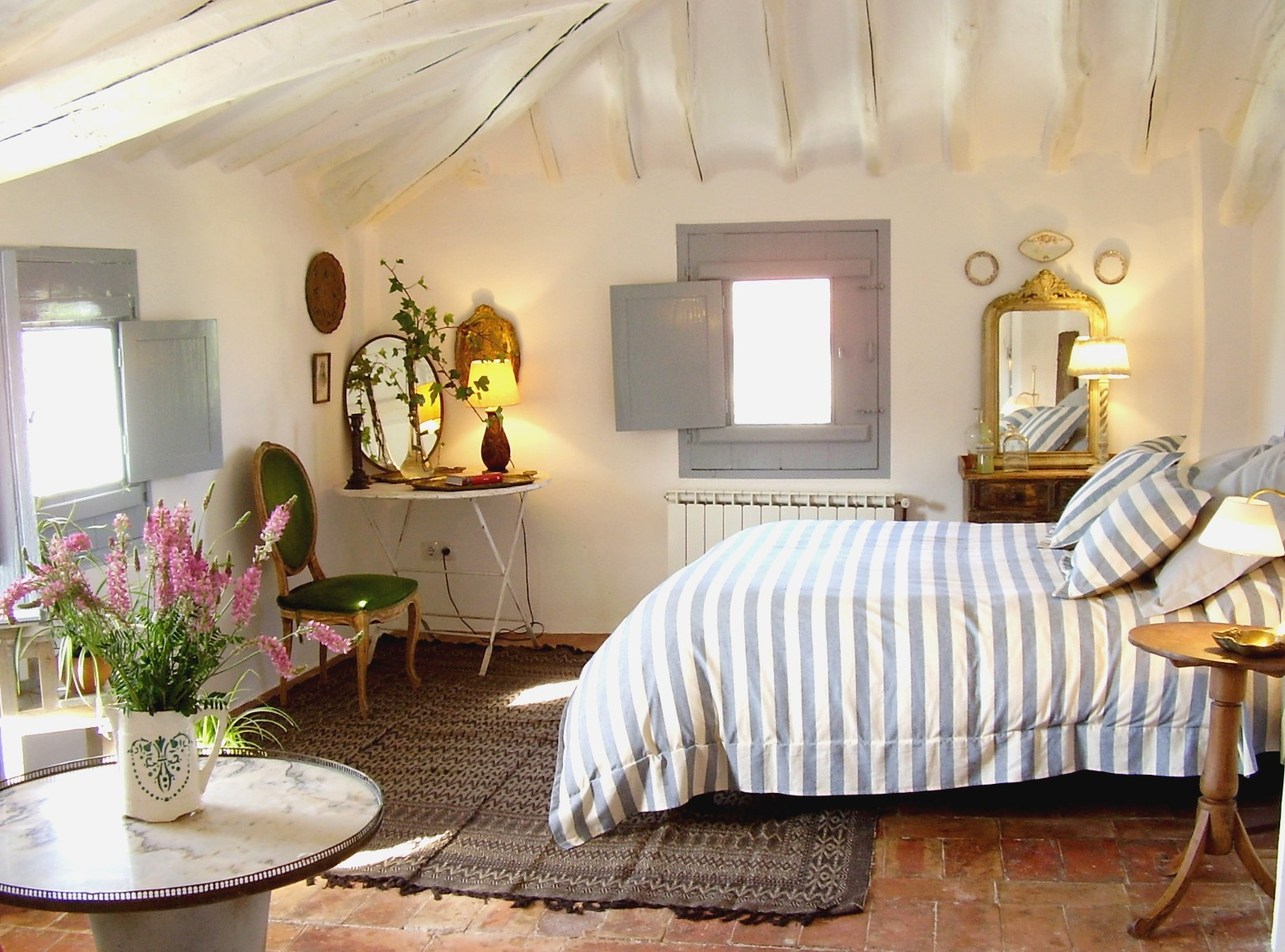 Vicky 39 s home una casa rural con encanto a charming - Pisos decorados con encanto ...