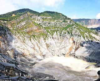 Kawah Ratu Gunung Tangkuban Parahu