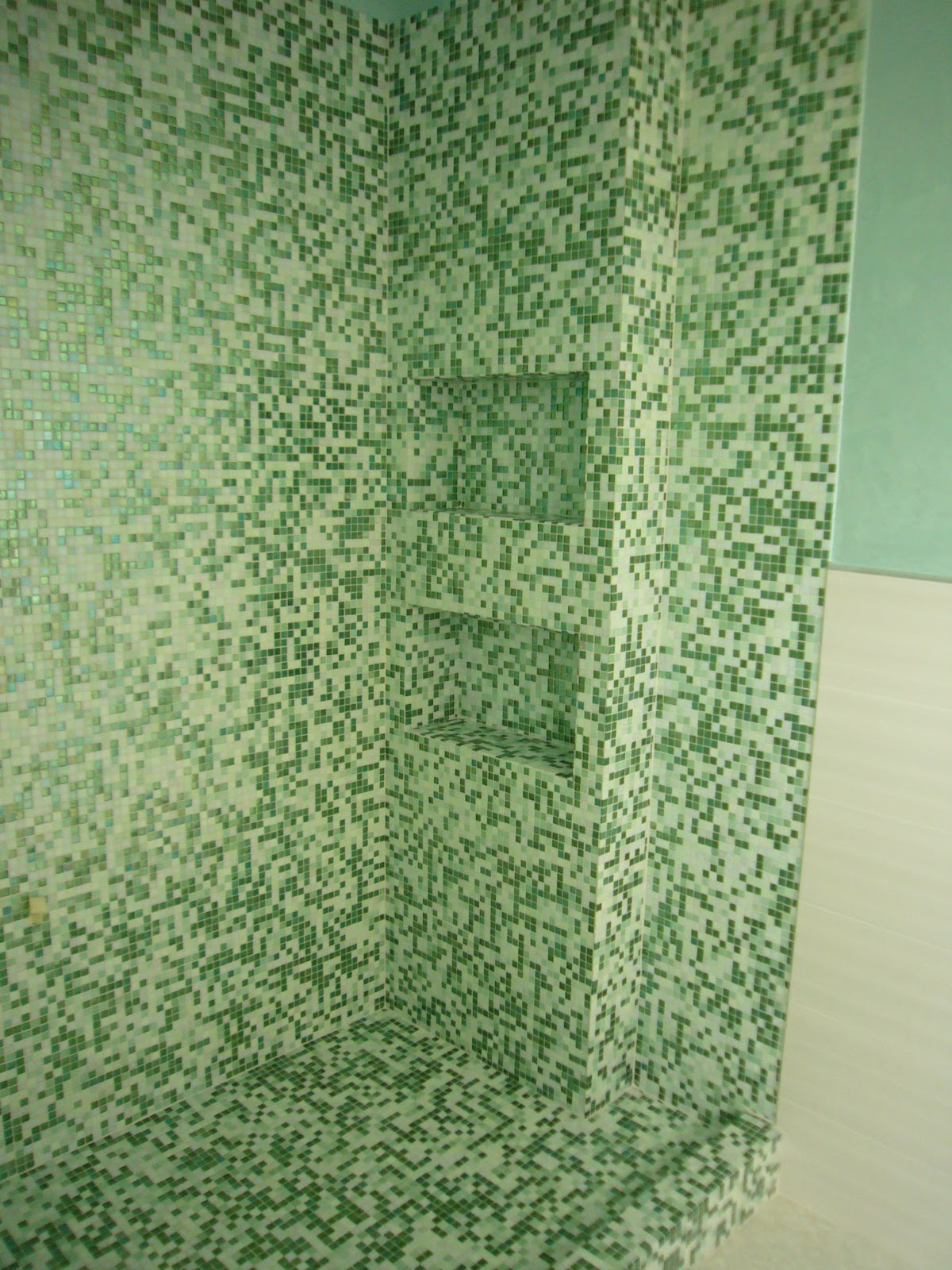 Bagno in mosaico verde gabbatore mattia - Bagno mosaico verde ...