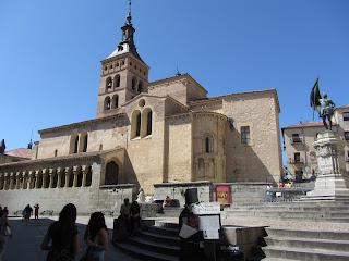 Iglesia de San Martín, de origen mozárabe y estilo románico.