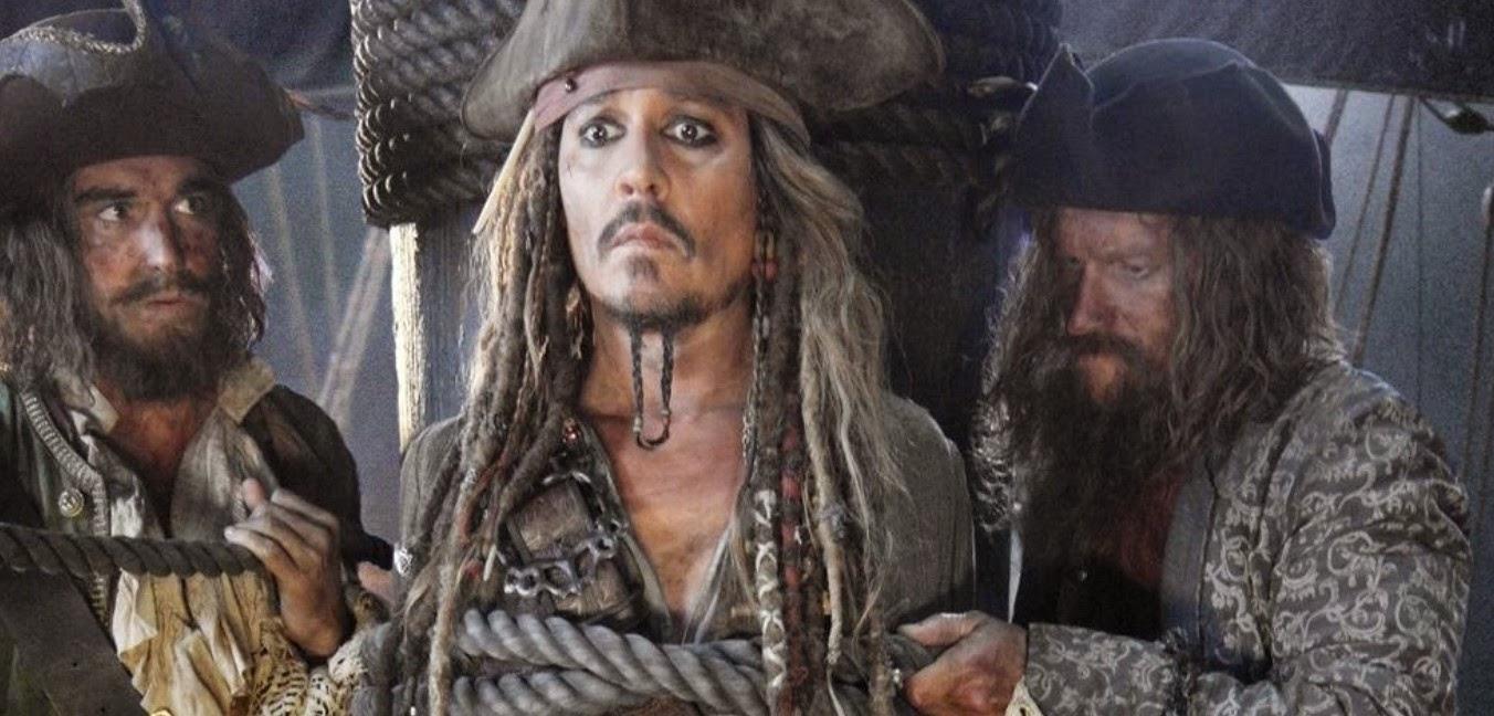 Johnny Depp está em apuros na primeira imagem de Piratas do Caribe: Os Mortos Não Contam Histórias