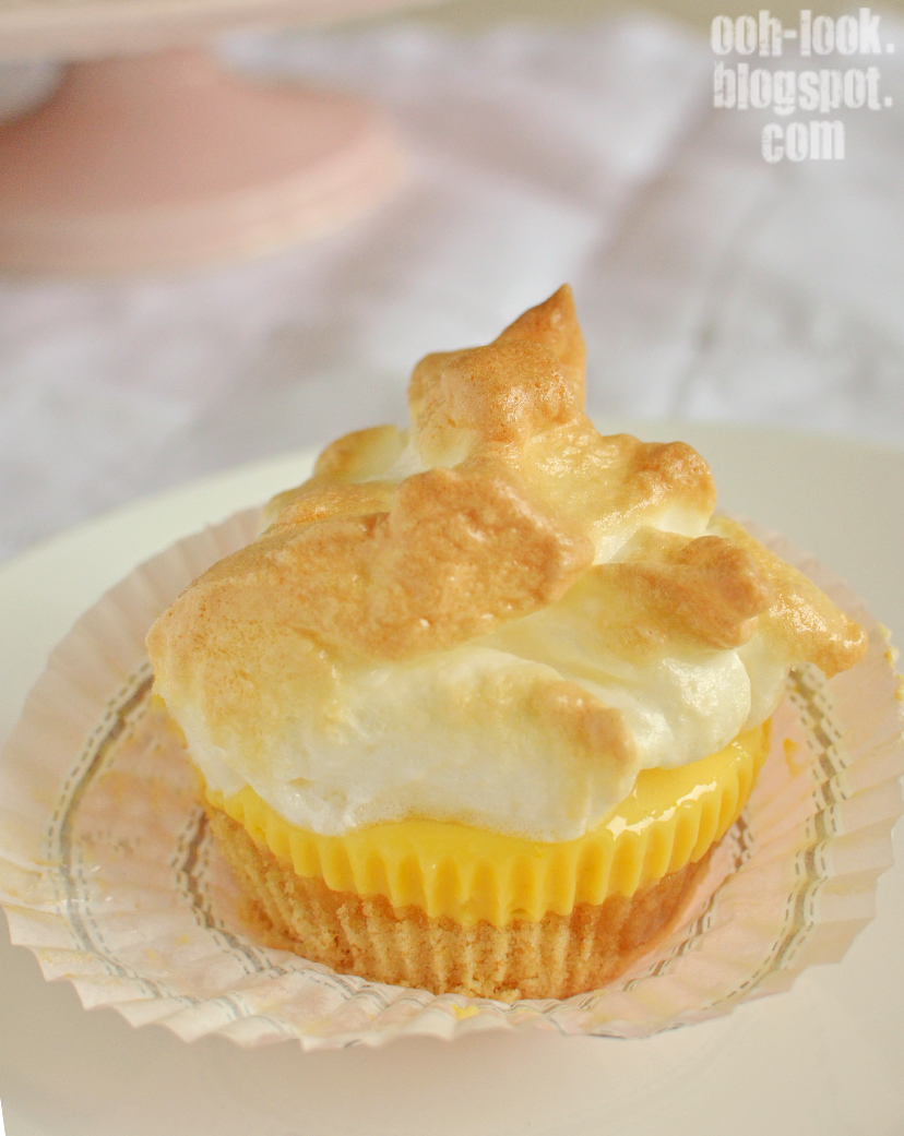 Ooh, Look...: mini lemon meringue pies a la Tea Salon