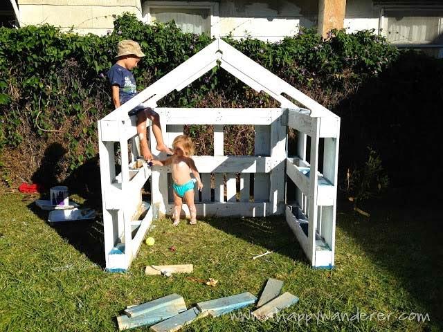 formarn la estructura del tejado tan solo debemos apoyarlas formando tringulos podemos empezar tambin a pintar la casa o dejarlo para el final