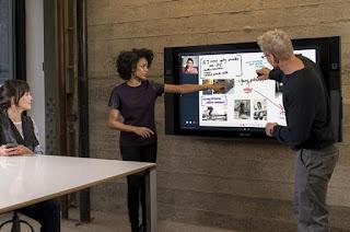Η Microsoft λανσάρει ένα νέο γιγάντιο tablet στην αγορά