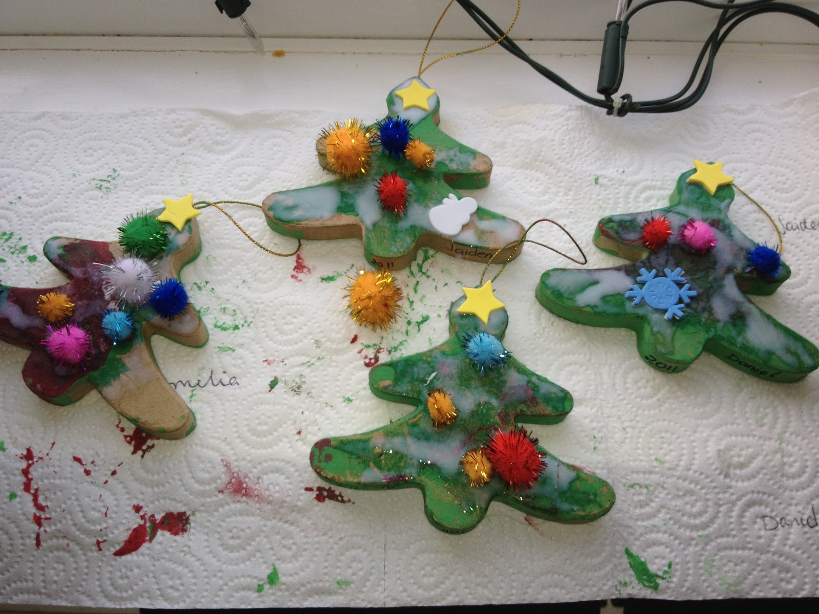 Paper mache christmas tree decorations oakley childcare for Paper mache christmas