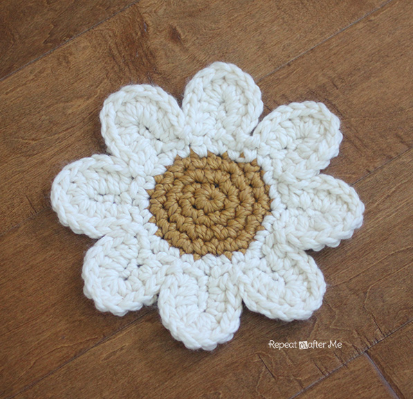 Crochet Daisy Rug With Clover Amour Large Hooks And Giveaway