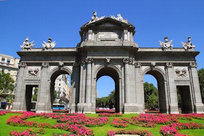La puerta de Alcalá en la ciudad de Madrid, España.