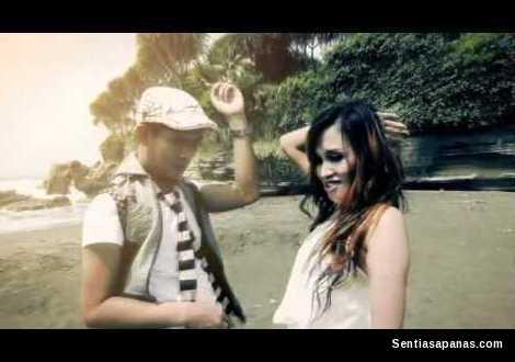 Mobil Bergoyang, Lia MJ ft Asep Rumpi