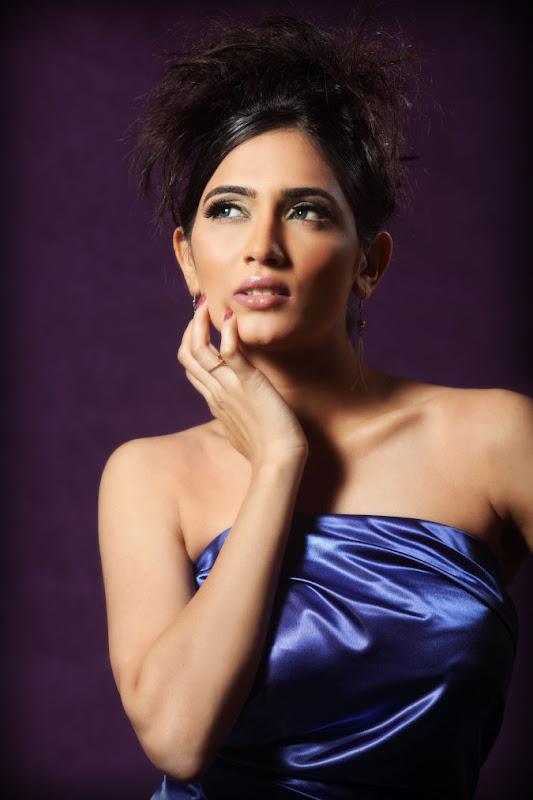 Actress Mythriya Stills glamour images