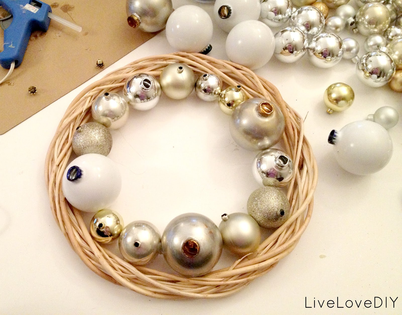 Livelovediy how to make a christmas ornament wreath solutioingenieria Gallery