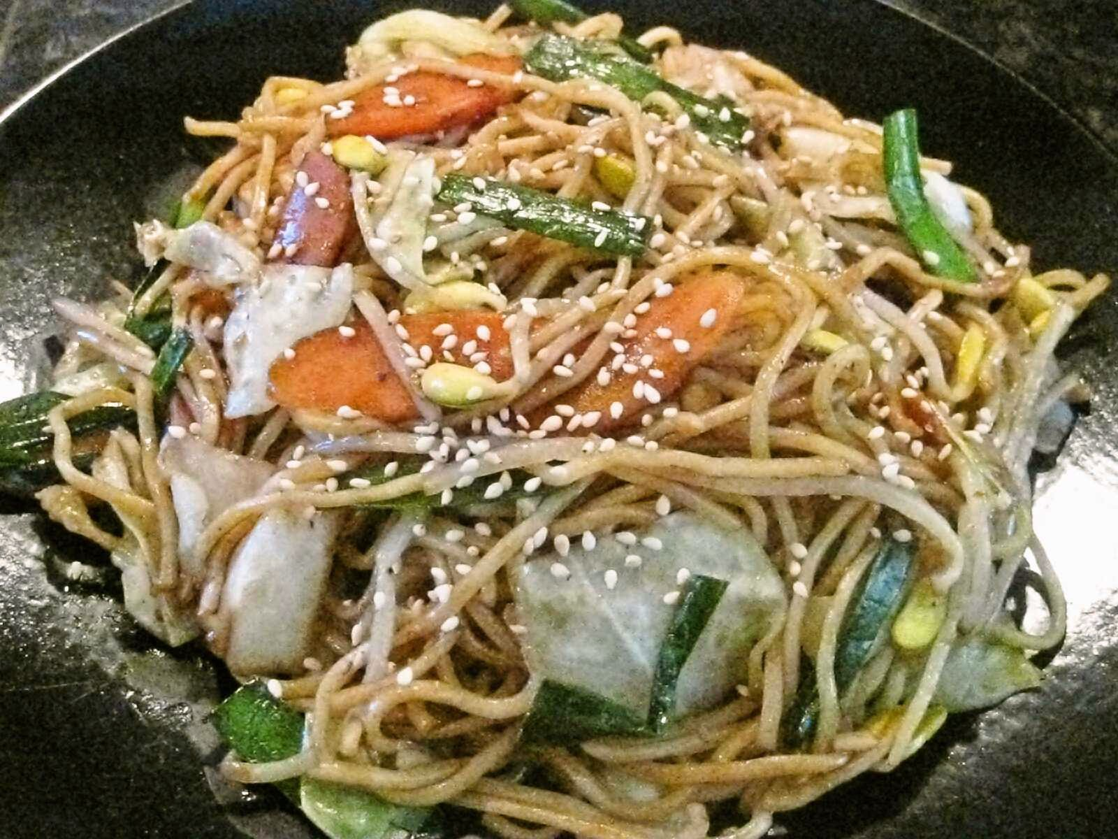 ... for Tom: Daizu moyashi yakisoba / fried noodles with soybean sprouts