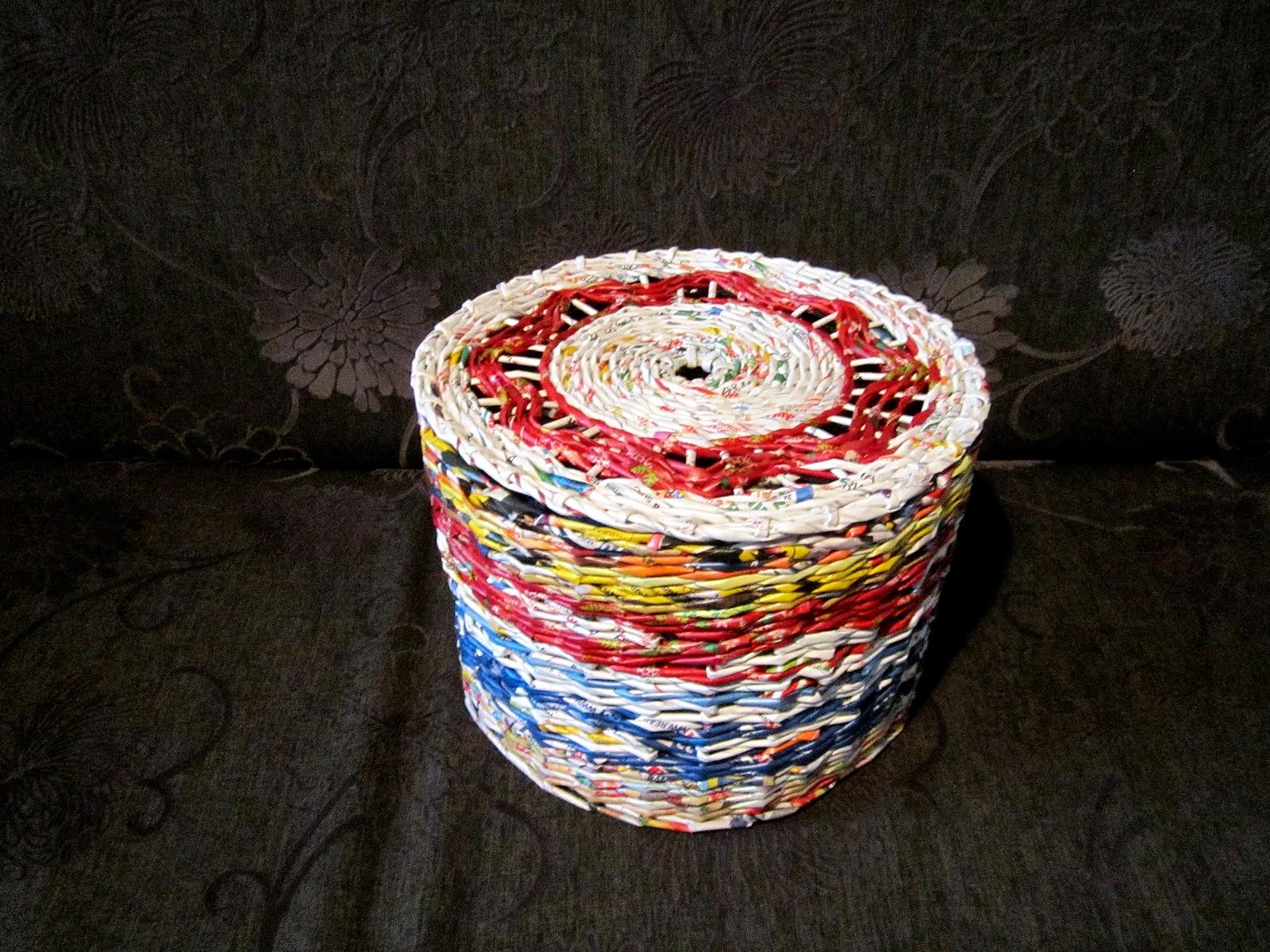 Okrągły z falami i ażurami