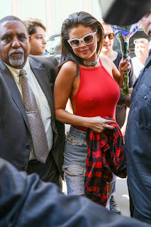 Selena Gomez braless, Selena Gomez nipples, Selena Gomez nips