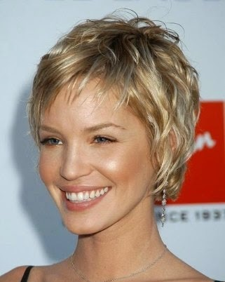 Very Short Wavy Hairstyles for Blonde Hair