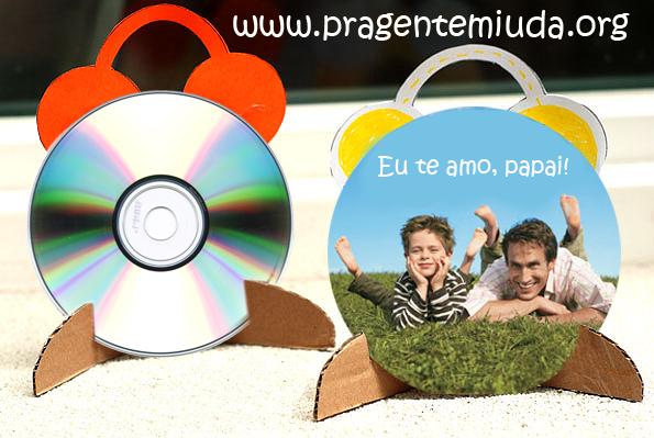 lembrancinha dia dos pais feita com reciclagem de CD e papelão