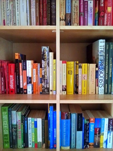 Arranging bookcase by colour color rainbow