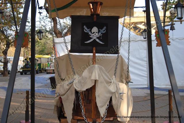 foto de un barco pirata de sevilla en la alameda de hercules