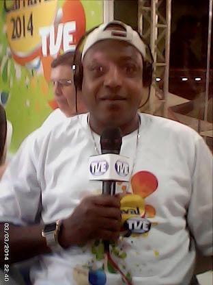 Jornalistra Nelson Silva-TVE-RS na cobertura do canaval 2014