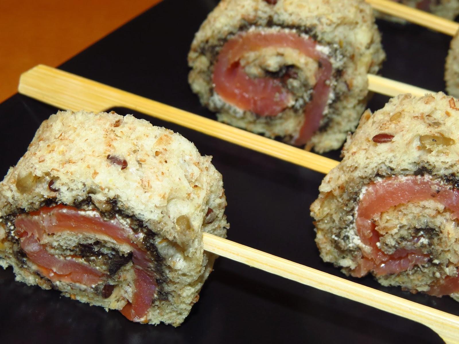 Rollitos de salmón con olivada y Crème Fraîche