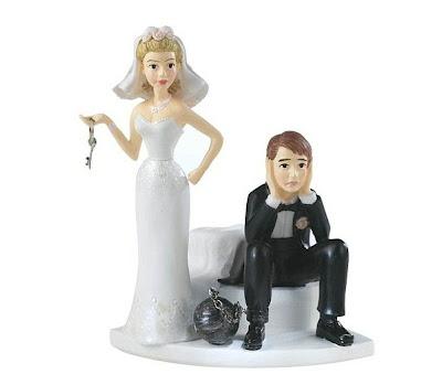figura de torta del novio atrapado