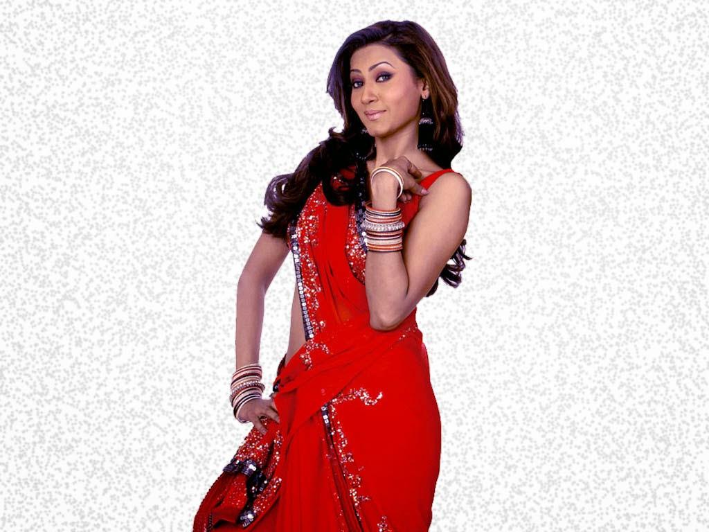 Gauhar Khan looks hot and sexy in saree Nip Slip sexy Blouse Pics