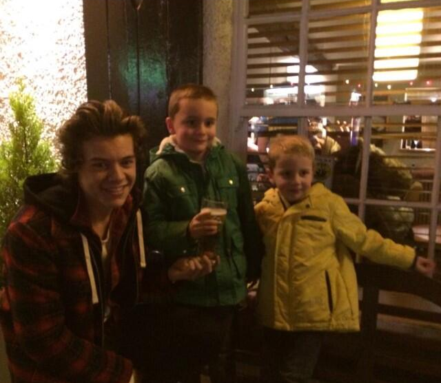 one direction, 1d, 24.12.13, harry styles, holmes chapel ,christmas, natale, kids, uk