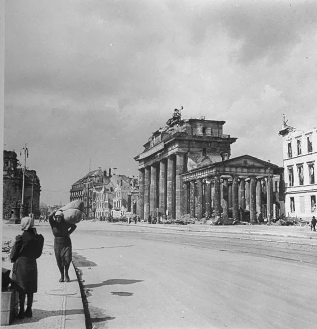 60 Vintage Photos Of The Destroyed Berlin In 1945