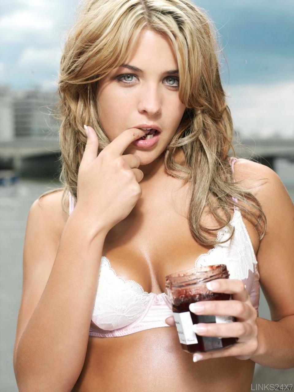 Gemma Atkinson sexy pose