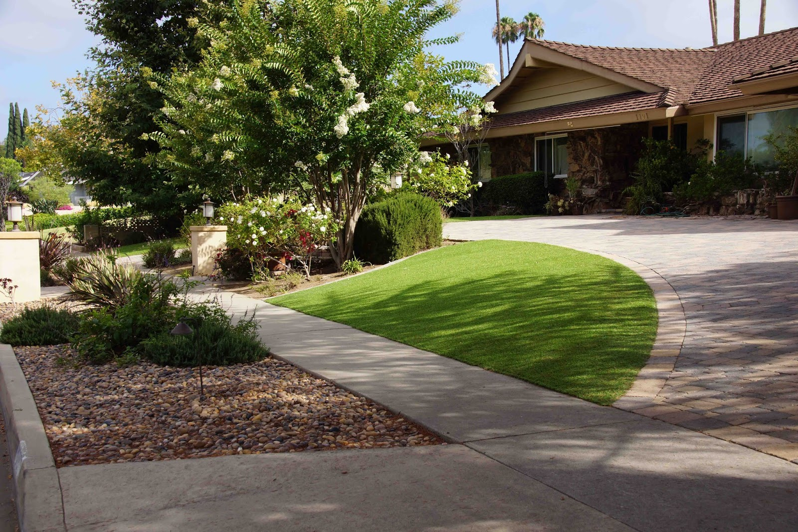 A hotbed of lawnlessness for Half circle driveway design