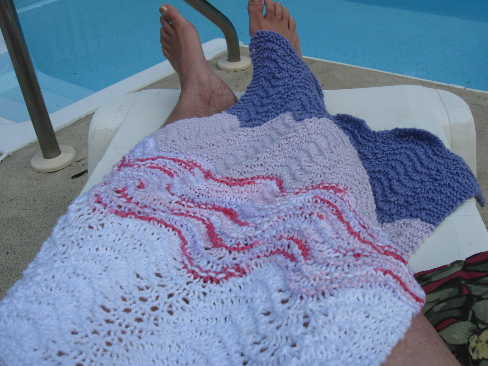 THE KNITORIOUS MRS.B: FEATHER AND FAN BABY CAR SEAT WRAP