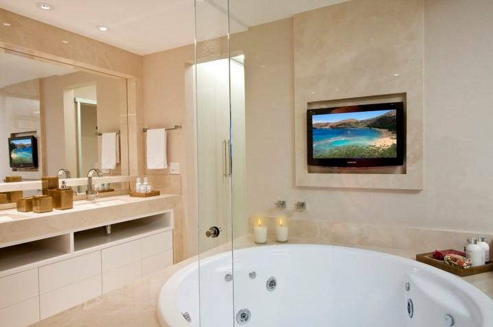 decoracao banheiro clean : decoracao banheiro clean:banheiro cor crema marfim com cuba e armários brancos ainda ficam