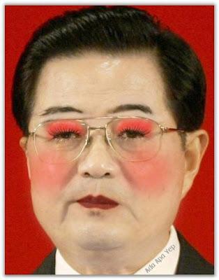 Presiden Memakai Make Up Wanita